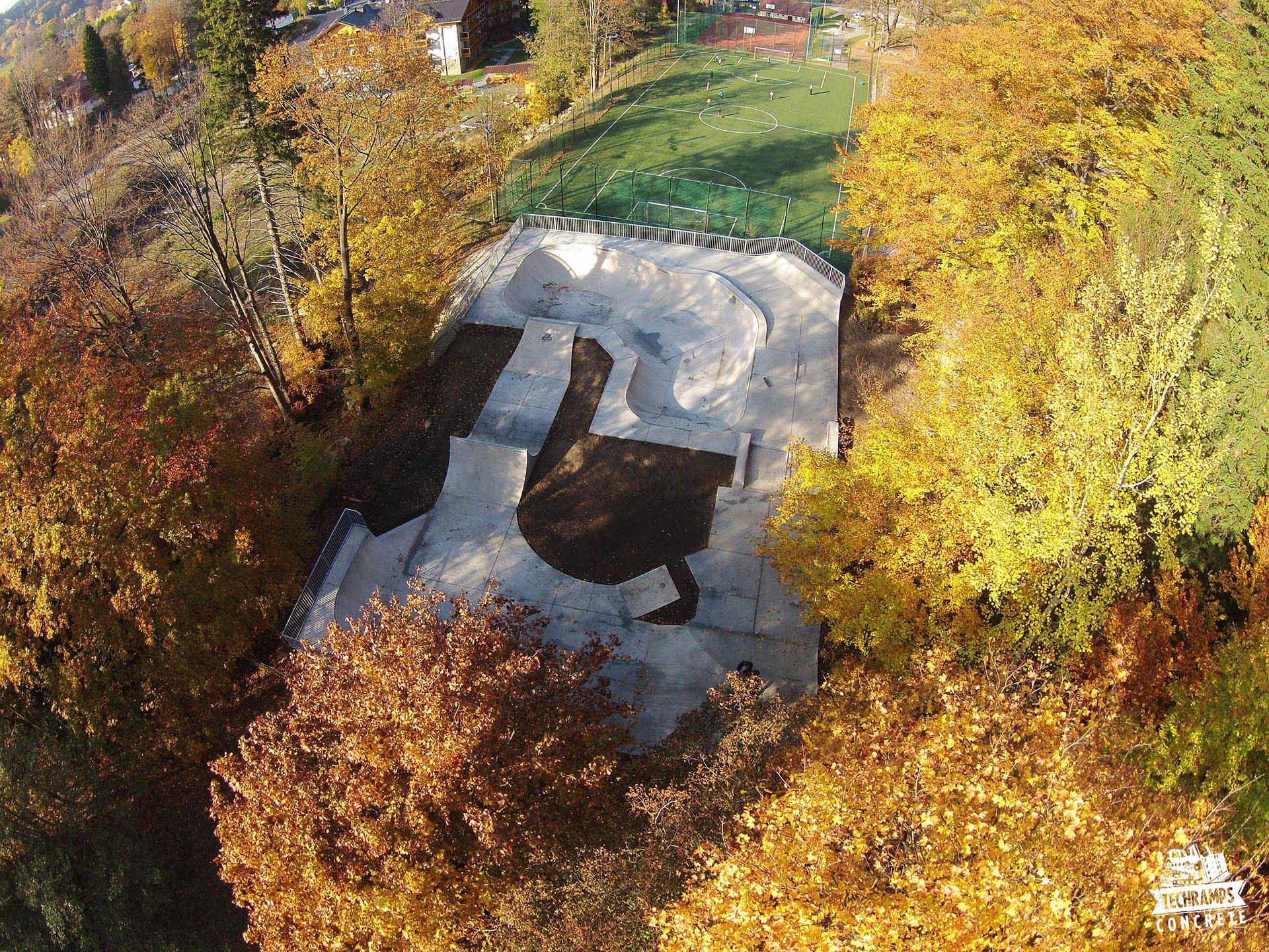 skatepark betonowy w szklarskiej