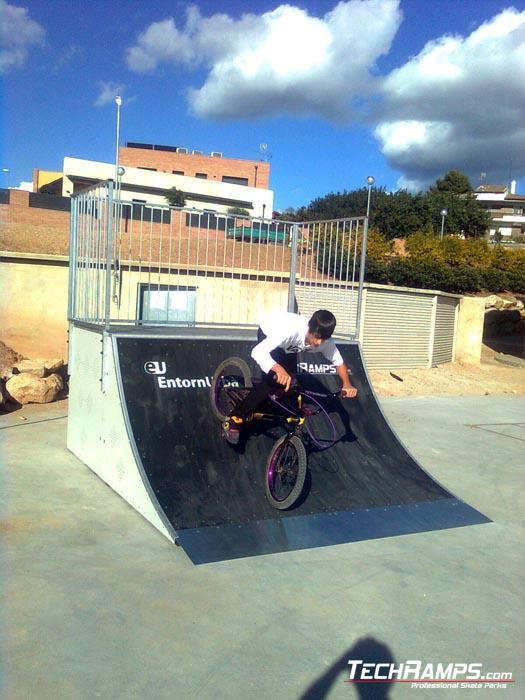 Alcover_ skatepark quarter pipe