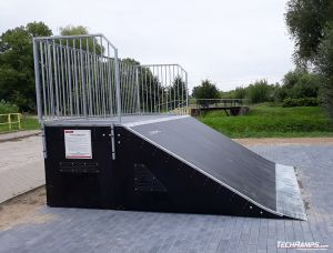 Bank ramp with ramp line