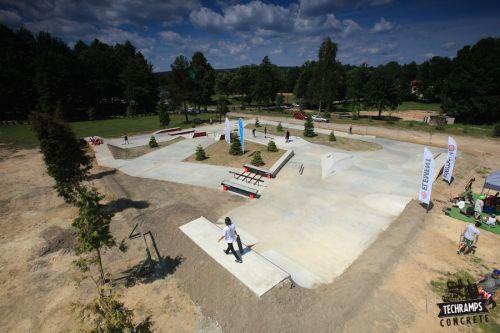Betonowa skateplaza - obóz Wood Camp
