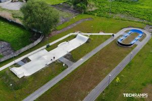 Betonowy skatepark i pumptrack