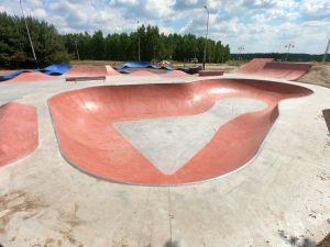 Betonowy skatepark w Sławnie