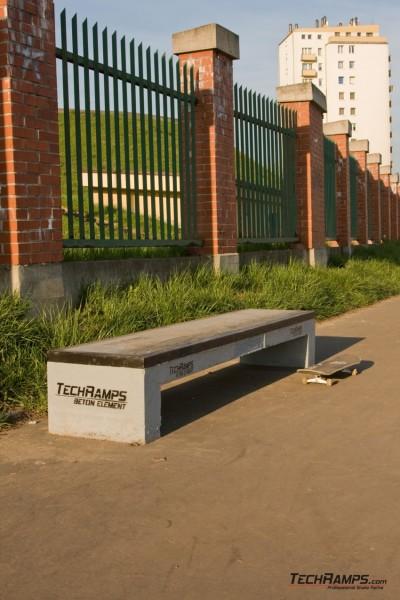 Box betonowy na skateparku