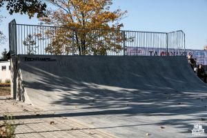 Concrete Quarter pipe - skatepark in Naklo