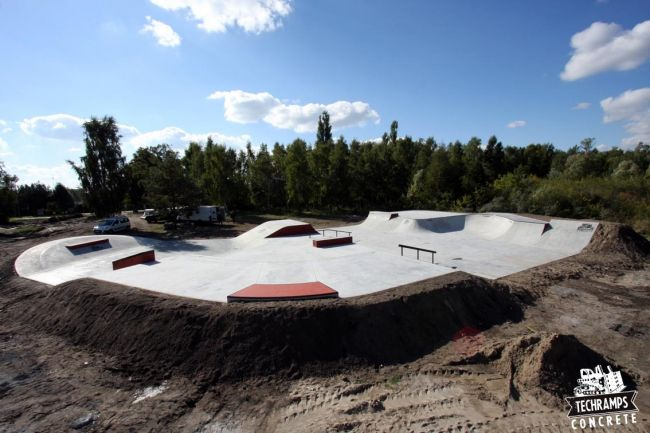 Concrete skatepark in Trzebież