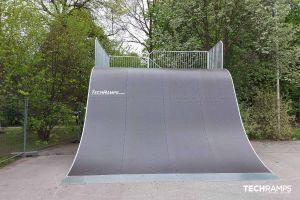 Drevený skatepark