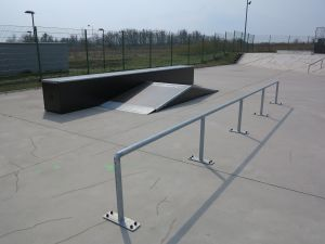 Funbox i poręcz w skateparku w Tarnowskich Górach