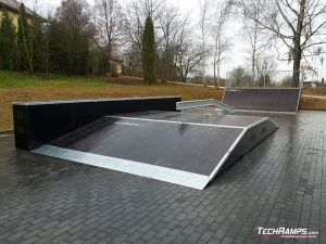 Funbox with grindbox and rail Skatepark Szczebrzeszyn