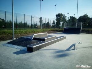 Funbox with rail 3/1 and two-leveled grindbox, straight, small rail and quarter pipe