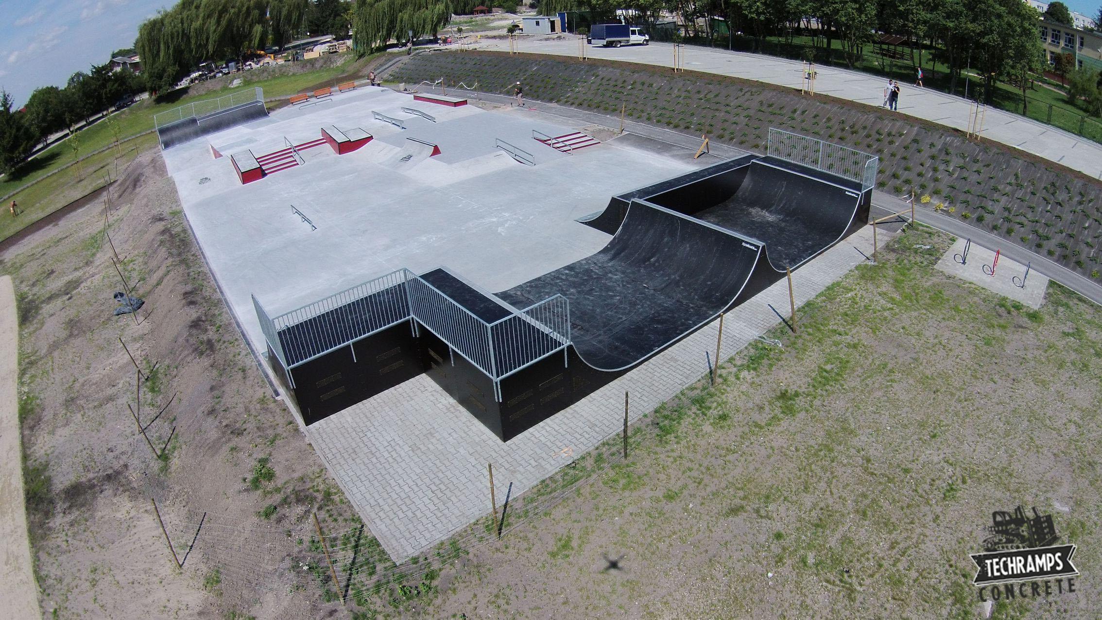 Skatepark betonowy w Busku Zdrój