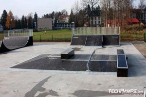 Kudowa_Zdroj_skatepark - funbox z grindboxem i poręczą