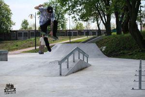 Maciej Heczko - Betonowy skatepark w Stopnicy