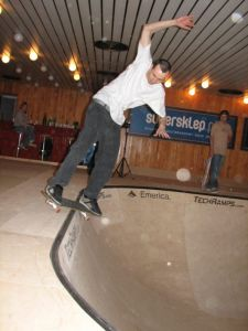 Maciek na Skate Poolu Techrampsool Techramps
