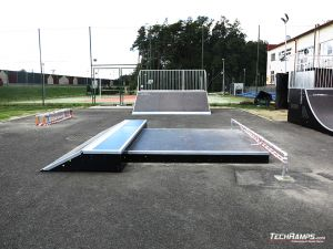 Manual Pad with straight rail Skatepark Głogów Małopolski