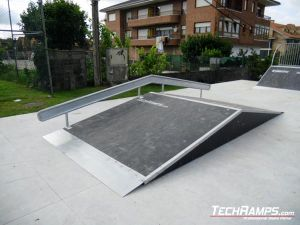 Meruelo Funbox with rail