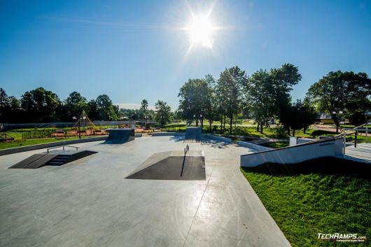 Nowoczesny skatepark w Wąchocku od Techramps