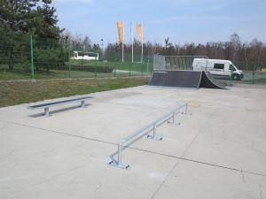 Poręcz i ławka w skateparku w Tarnowskich Górach