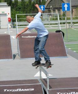 Rider na skateparku
