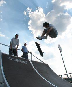 Rider na skateparku 1