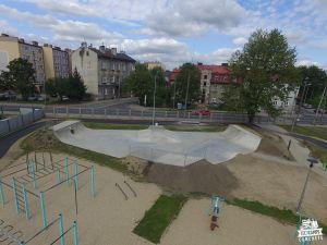 rozbudowany skatepark w przemyślu