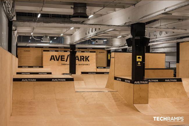 Εσωτερικό πάρκο Skatepark στη Βαρσοβία