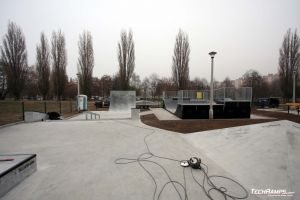 Skatepark betonowy z minirampą