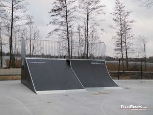 Skatepark Slesin Quarter pipe + Bank ramp