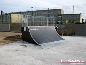 Skatepark Stryków Quarter Pipe