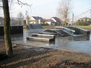 Skatepark w Brzeszczach - 3 Plac Betonowy