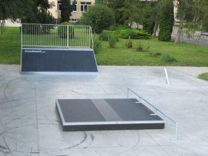 Skatepark w Opolu Lubelskim Grindbo +  poręcz prosta