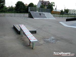 Skatepark w Przasnyszu grindbox i poręcz