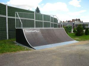Skatepark w Zgłobice Quater Pipe