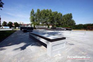 Skatepark w Zgorzelcu betonowa ławka