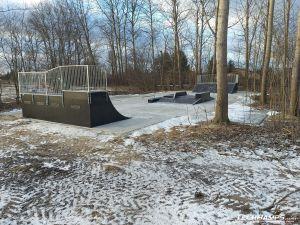 Widok na skatepark w Warszawie Bemowo