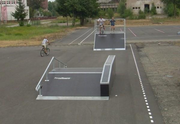 Мини скејтпарк во Хојна