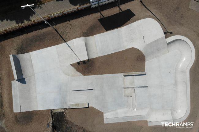 Бетонски скејт -парк во црвен престој